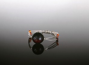 Sterling silver bracelet with amber bead