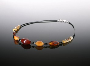 Necklace with natural amber