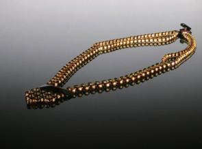 Natūralaus facetuoto gintaro vėrinys