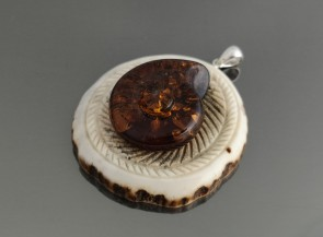 "Pendant ""Sun"" with natural amber"