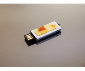 USB atmintinė su gintaro mozaika