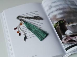 Knygos skirtukas, dekoruotas gintaru