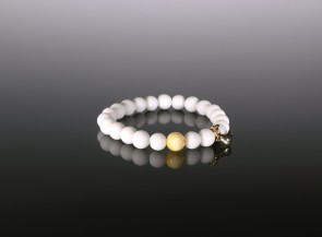 Bracelet with natural amber bead