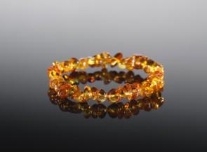 Medaus atspalvio gintarinė apyrankė