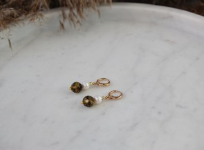 Freshwater pearl earrings with amber
