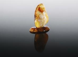 Gintaro statulėlė-laivelis