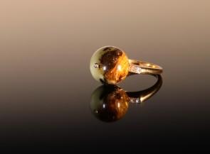 """Auksinis žiedas """"Orionas"""" su gintaru briliantais"""