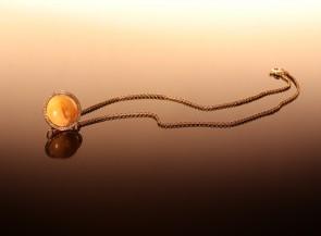 """Vėrinys """"Saturnas"""" su auksu, gintaru ir briliantais"""