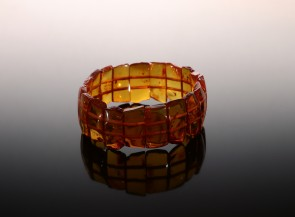 Natūrali konjakinė gintaro apyrankė