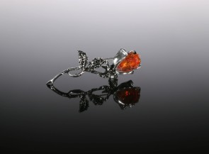 Brooch with natural amber